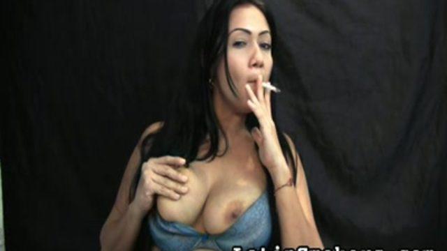 Huge-titted Mom Smoking Fetish Type