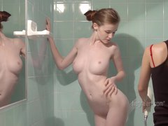 Emily Bloom – Glamour Apartment Carrier Rubdown