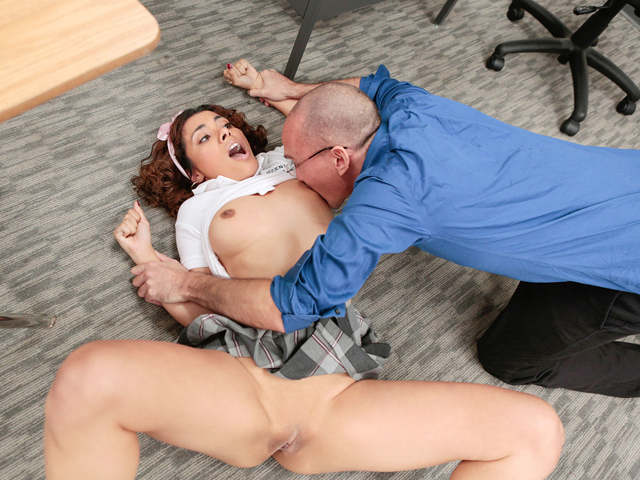 Innocenthigh – Super-fucking-hot Cuckold Student Penalized