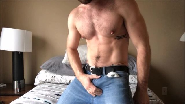 Fellow With Brilliant Muscle Tissues Drains Off On Web Cam